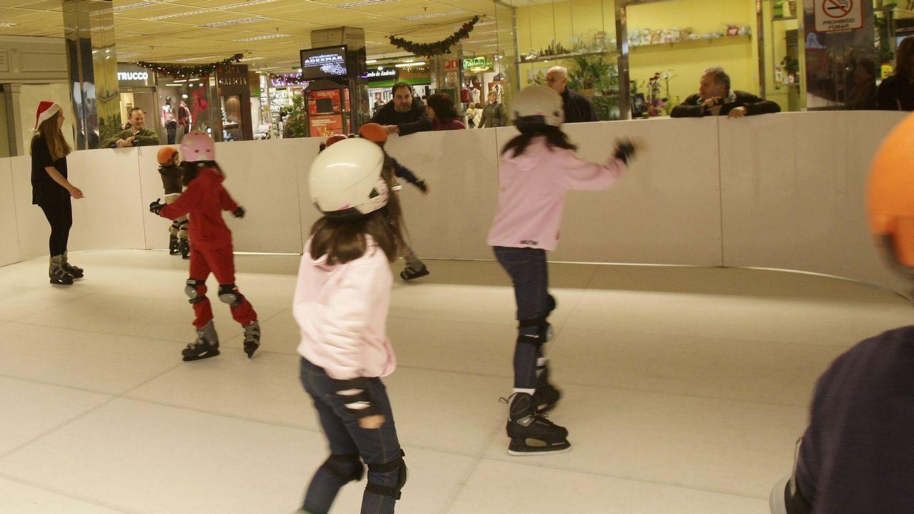 estudiante.Pista de hielo en el centro comercial cuando se volvió a instalar en el año 2010