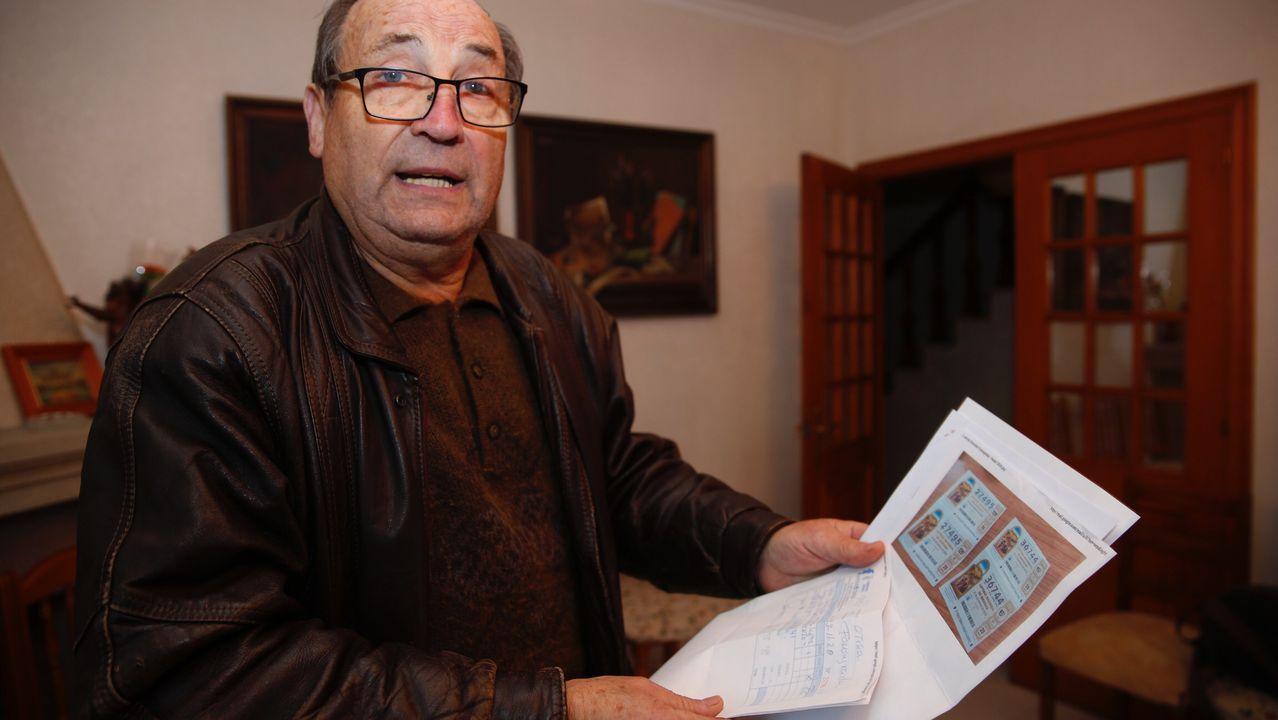 Jose, con el extracto de la denuncia por la pérdida de sus décimos de lotería