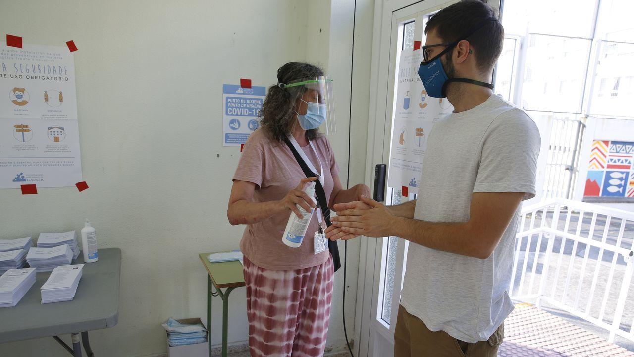 Desinfección antes de entrar en el colegio Sanjurjo de Carcarte (A Coruña)