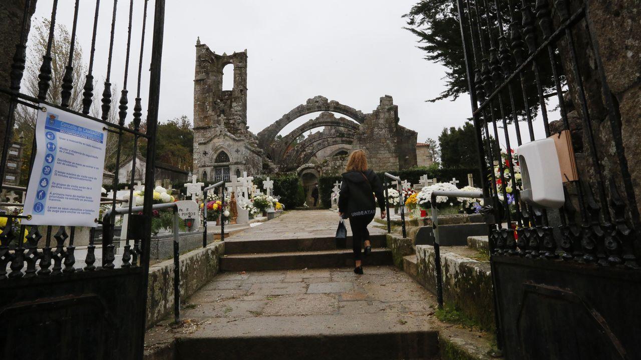 Un difuntos de media hora en el cementerio en Vigo