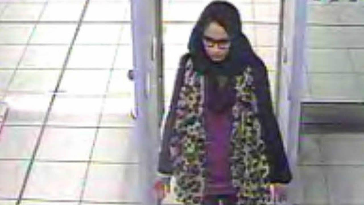 Foto de archivo del Servicio de Policía Metropolitano de Londres, que muestra a Shamima Begun en el aeropuerto de Gatwick en febrero del 2015