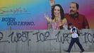 Un hombre pasa junto a un mural de Daniel Ortega y su esposa, Rosario Murillo, en Managua