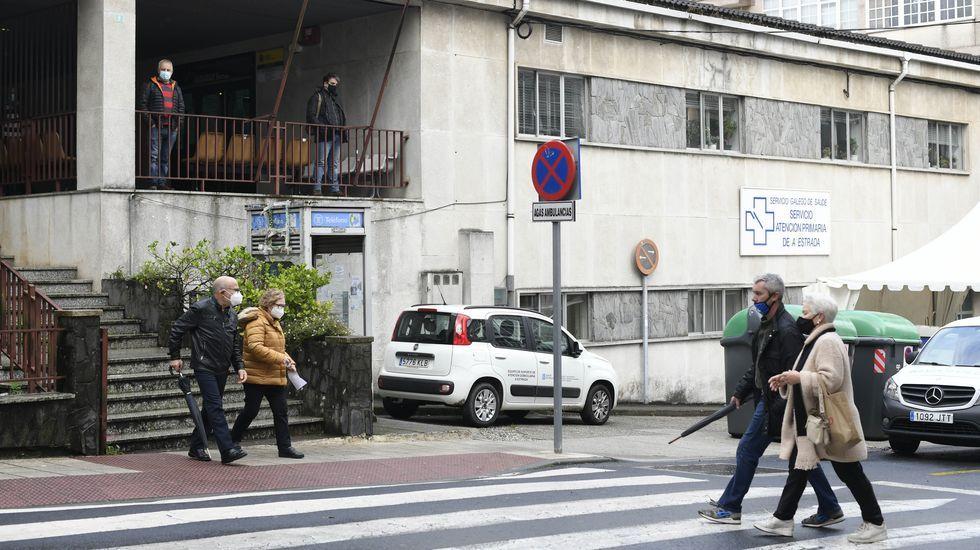Control conjunto de movilidad efectuado por agentes de las  policías locales de Avilés y Castrillón en Raíces, uno de los límites entre ambos concejos