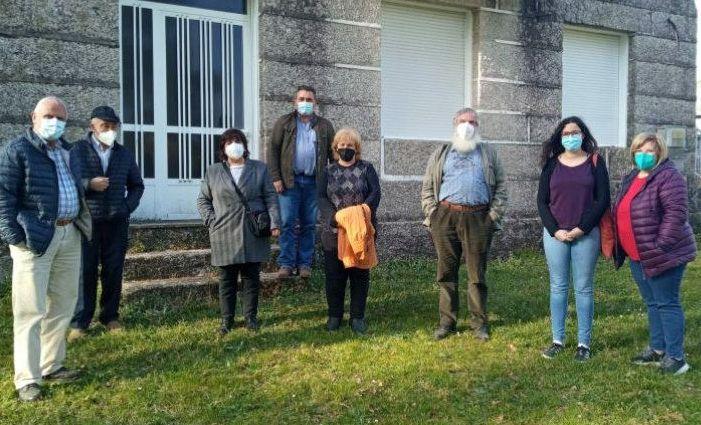Los diputados del BNG Noa Presas y Xosé Luís Rivas estuvieron con los vecinos de San Cosme de Cusanca