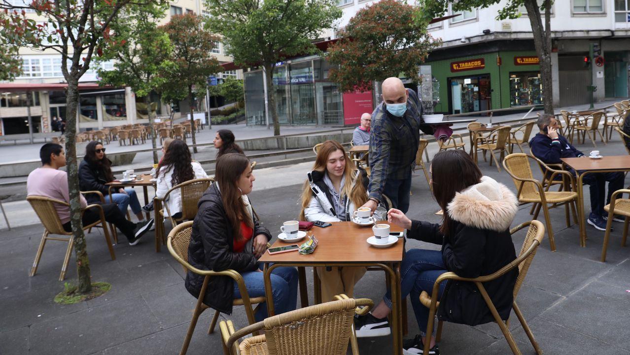 En Santiago, las terrazas de la céntrica Plaza Roja ya tenían consumidores antes de las 10.00 horas