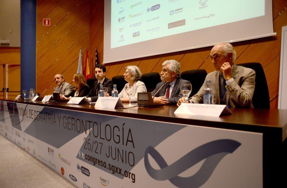 <span lang= es-es >Cita especializada</span>. La Sociedade Galega de Xerontoloxía e Xeriatría celebra desde ayer su congreso internacional, centrado en la atención sociosanitaria, en el edificio Politécnico.