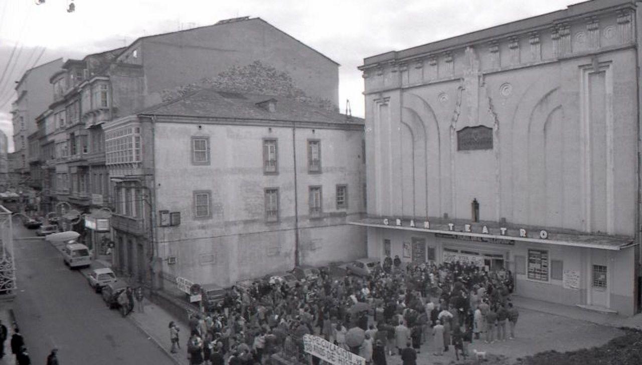 Manifestaciones en octubre de 1992 para evitar el derribo del Gran Teatro