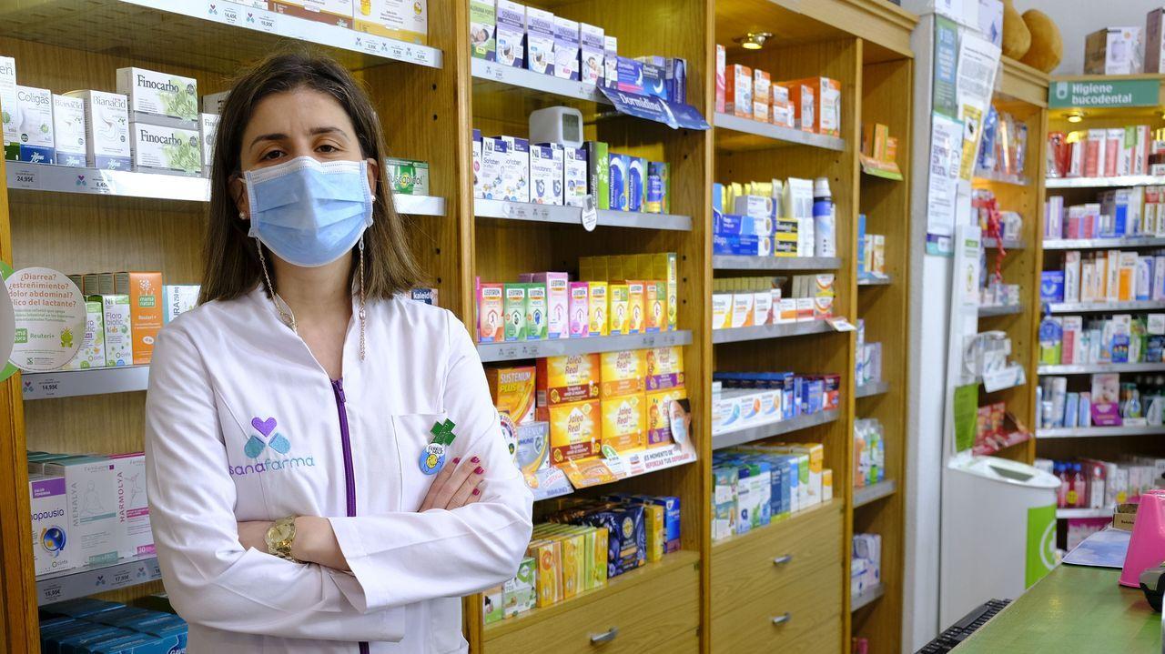 Noa Rey Torres es titular de una farmacia en la avenida de Esteiro