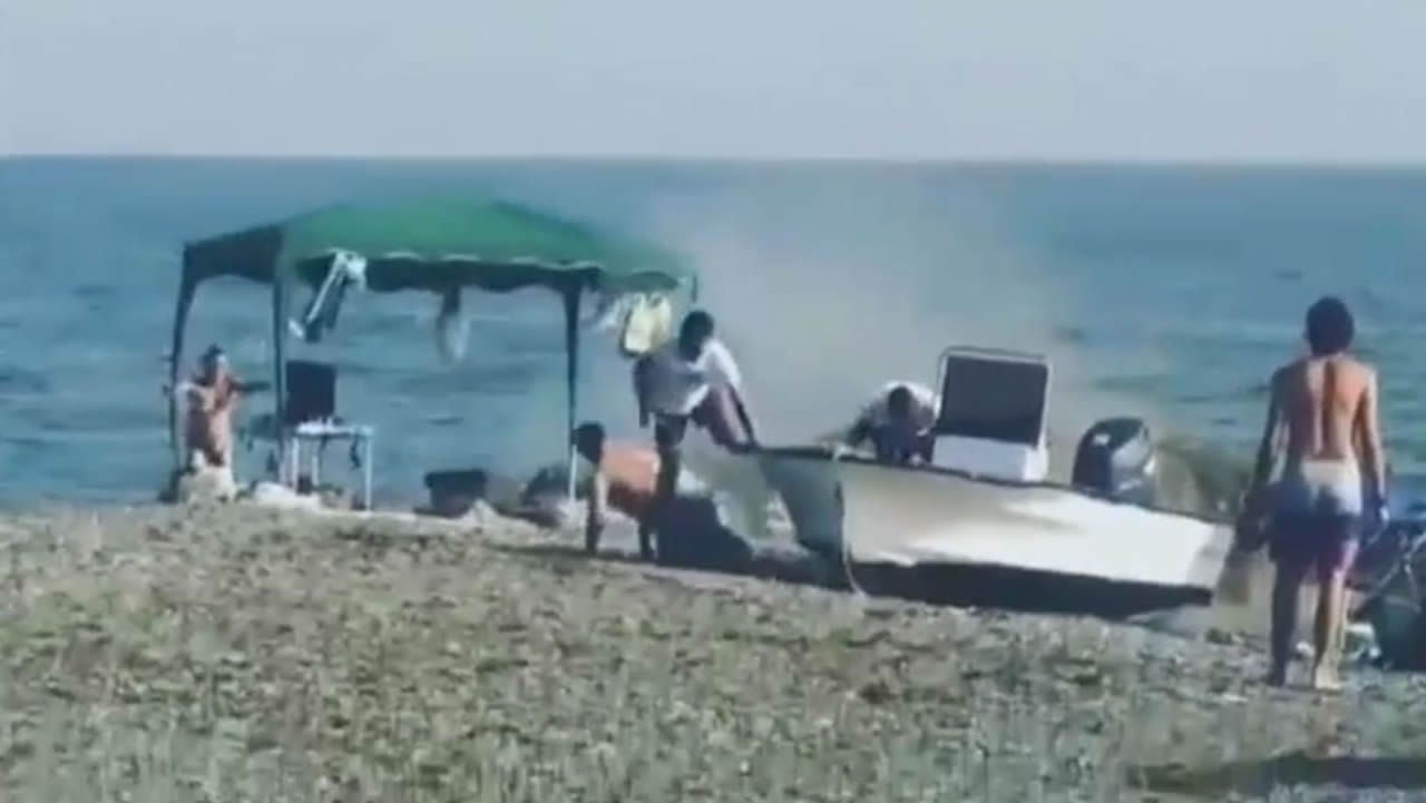 Varios bañistas detienen a narcotraficantes en una playa de Granada.Foto de archivo de un incendio
