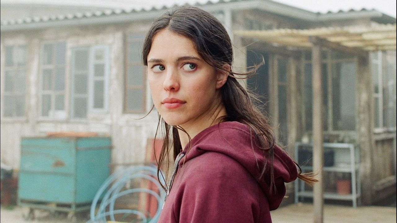La película está protagonizada por Sam, una joven científica