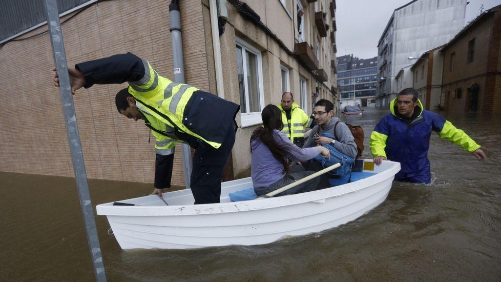Más vecinos evacuados en Sada.