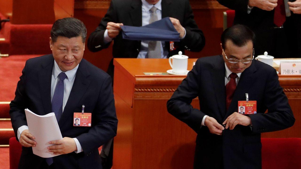 El presidente Xi Jinping y el primer ministro Li Keqiang  en la segunda sesión de la Asamblea Nacional Popular