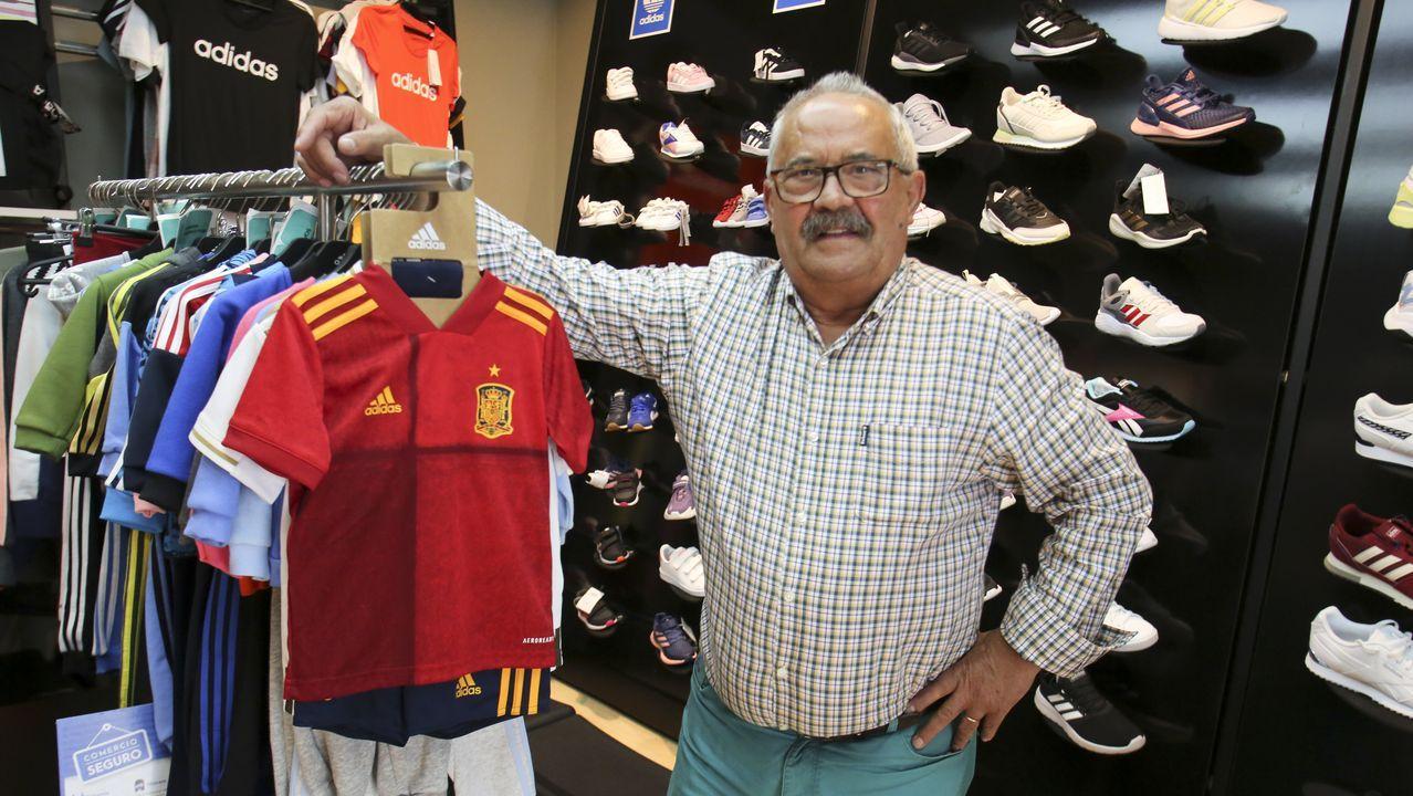 Camiseta Real Oviedo Ayuntamiento patrocinio Adidas.Entre los comercios que han estrenado tienda ol line tras el confinamiento se encuentra Acevedo