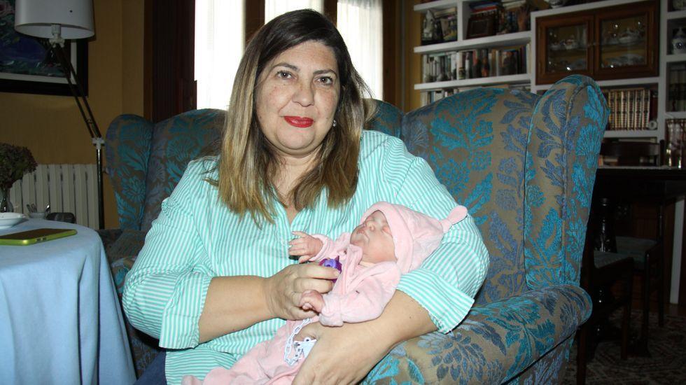 María Blanco, con uno de los bebés reborn de su colección personal