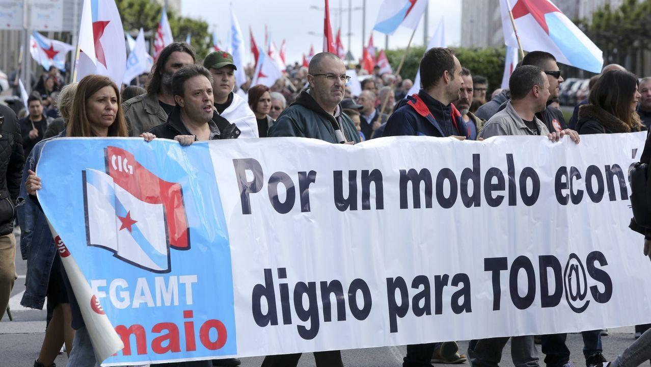 Imágenes de la primera jornada de protestas ante la fábrica de Alcoa en San Cibrao tras el anuncio de cierre de la planta de aluminio.Movilización de la CIG, en el Primero de Mayo