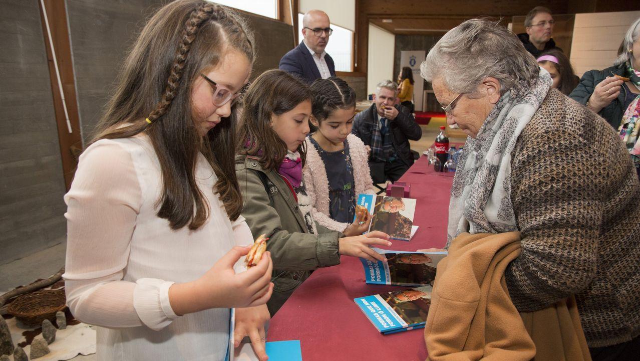 Matilde Vilariño firmou exemplares do seu libro «Poemas que non foron ó lume»