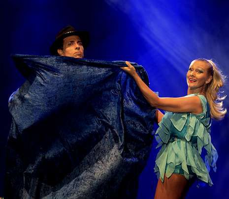 Miguel Bosé: «No sé qué pasa siempre en Galicia pero es punto y aparte».El Dúo Kybalion causó admiración con sus cambios de vestuario.