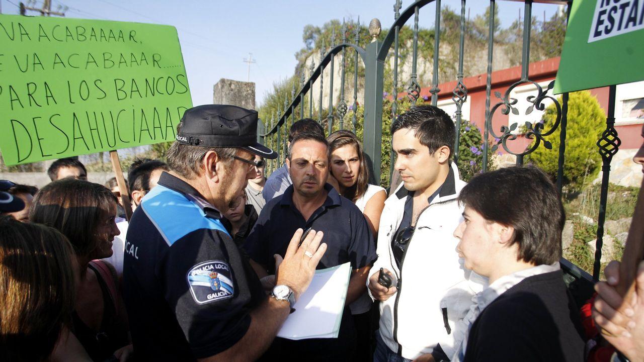 Termina la huelga de hambre de Lolo Villaverde, que podrá abrir como cafetería.Trabajadores de Alcoa cortaron la A-6 a la altura de Outeiro de Rei