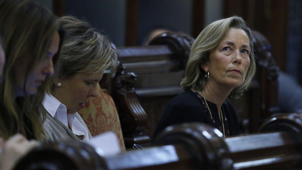 Belén Lendoiro y Rosa Gallego, concejalas del PP, en el pleno municipal en A Coruña