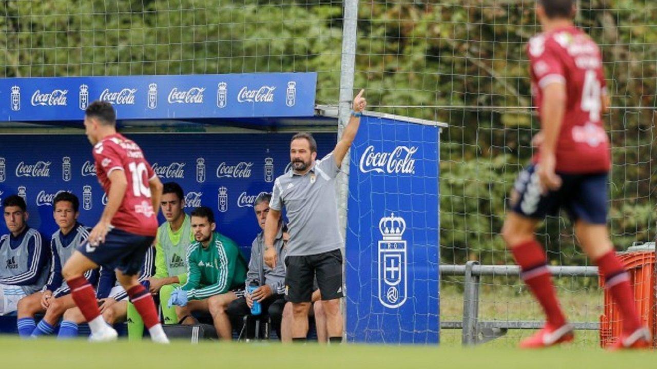 Emilio Cañedo Vetusta Pontevedra.Emilio Cañedo, durante el encuentro frente al Pontevedra