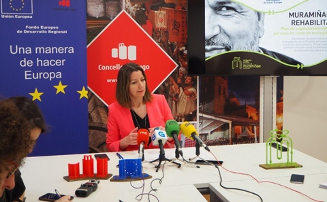 La alcaldesa Lara Méndez presenta los detalles del programa sociolaboral Muramiñae Rehabilita