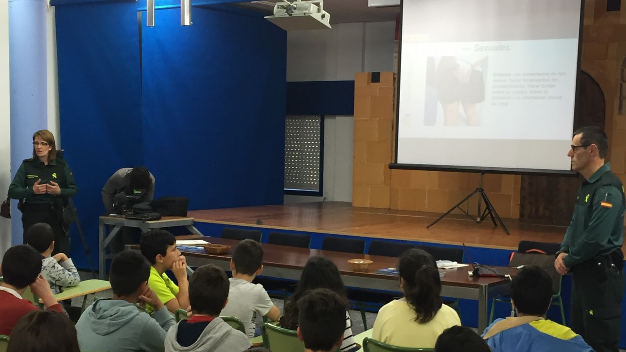 un alumno en un aula, clase, vacía.El CIM impulsó la concentración del 8M en Verín