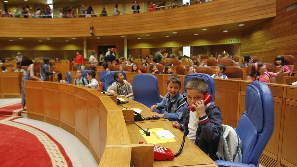 The Guardian» se pregunta cuándo el tema político debe entrar en la escuela. En la foto, un debate entre estudiantes en el Parlamento gallego
