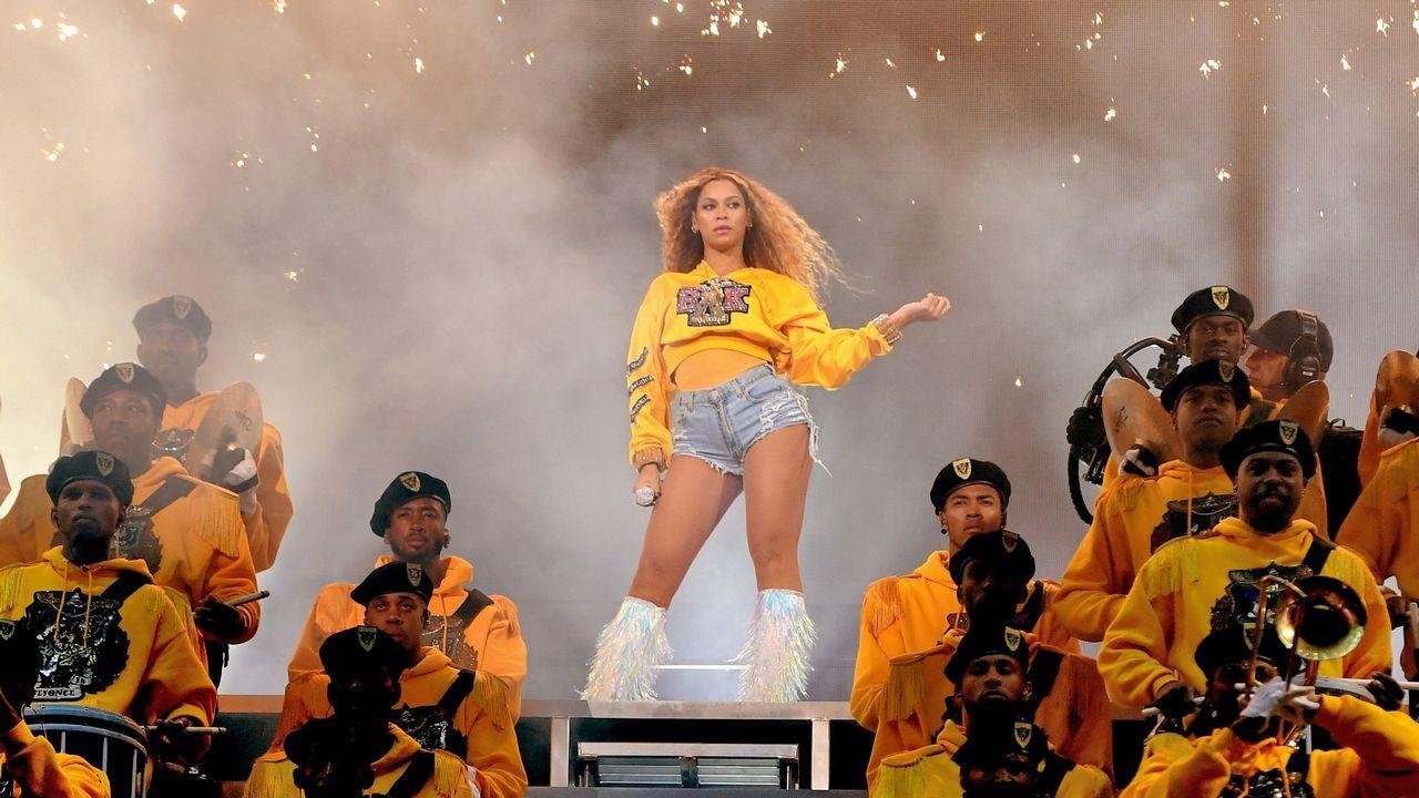 Beyoncé durante su actuación en el festival de Coachella
