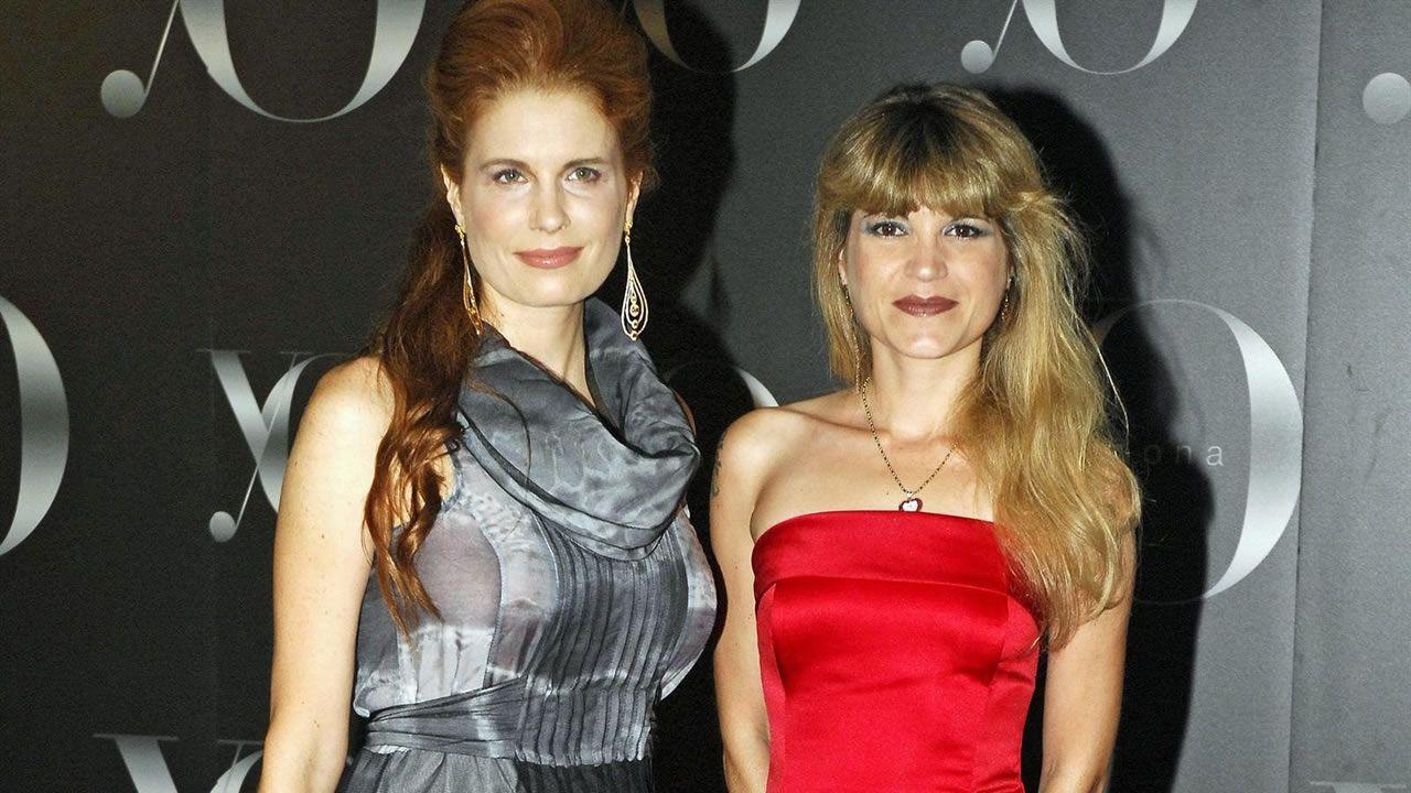 Olivia de Borbón (izquierda), junto a su hermana Cristina, fallecida a los 44 años