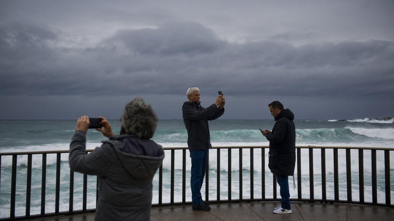 La nueva fase de la desescalada en A Coruña, en imágenes.La farmacia Amaro Area de Benito Corbal, en Pontevedra, es una de las 381 boticas de la provincia que participan en el programa de test de saliva
