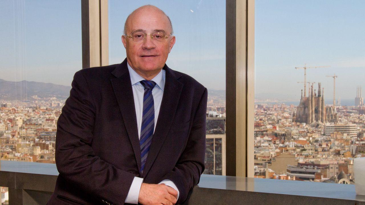 El presidente de la Federación Asturiana de Empresarios (Fade), Pedro Luis Fernández.José Oliu, presidente del Sabadell, en la sede del banco en Barcelona