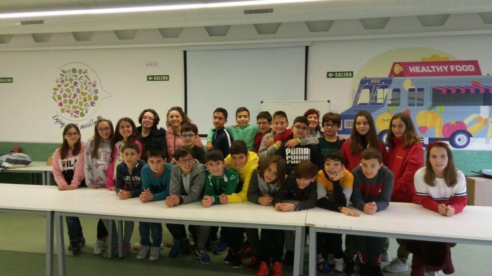 Los integrantes del consejo rector del consorcio de turismo de la Ribeira Sacra, tras la reunión de renovación de cargos que se celebró en Sober