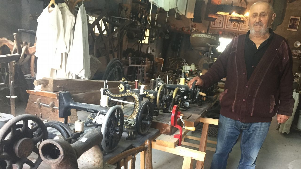 Un vecino dona a Trabada un museo de antigüedades con miles de piezas.Romería de As Cruces. en Arante