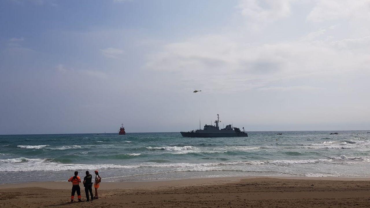 Ya estan en España 15 de los inmigrantes rescatados por el «Open Arms».Rescate del tripulante encallado en el Puerto Deportivo