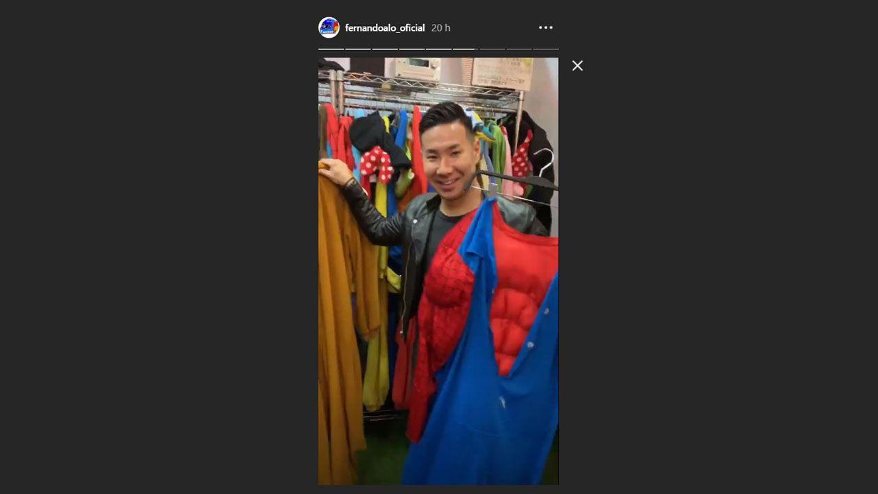 Uno de los compañeros de Alonso en la tienda de disfraces
