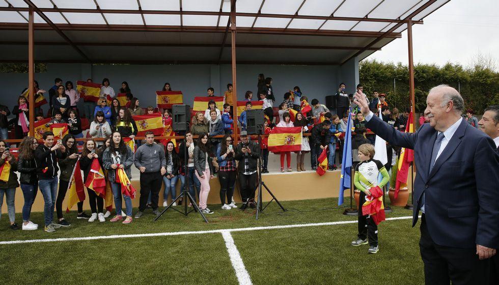 Isco y Saúl se quedan sin Eurocopa.La presencia de Del Bosque fue un acontecimiento en Maceda, donde inauguró el reformado campo de fútbol y se le dedicó una calle.