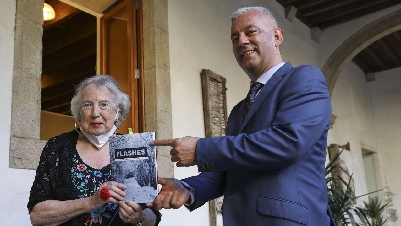 ÁLBUM: Así es el Xardín do Labirinto, en Pedrafita do Cebreiro.A autora estivo acompañada do secretario xeral de Política Lingüística, Valentín García