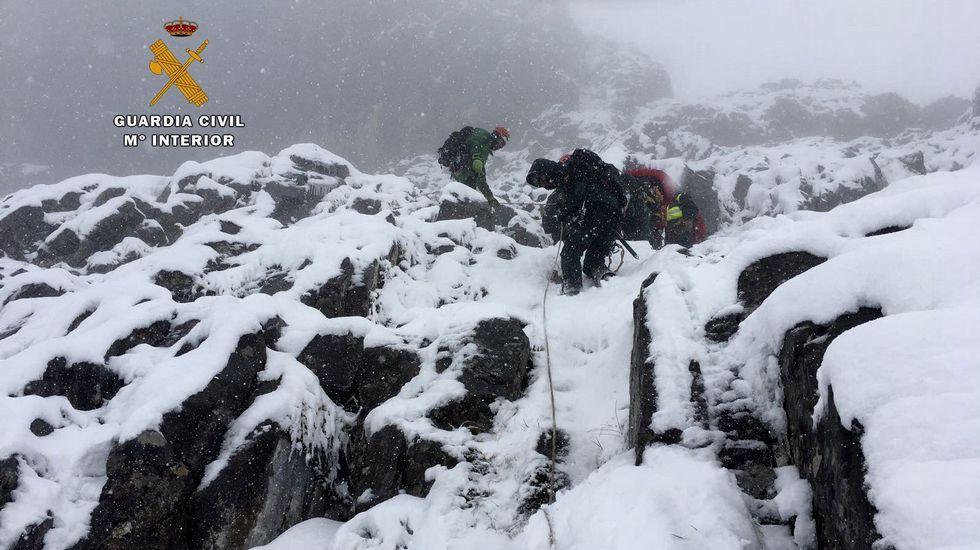 El tiempo complica la búsqueda de los montañeros desaparecidos.José Manuel Abeledo, alcalde de Onís