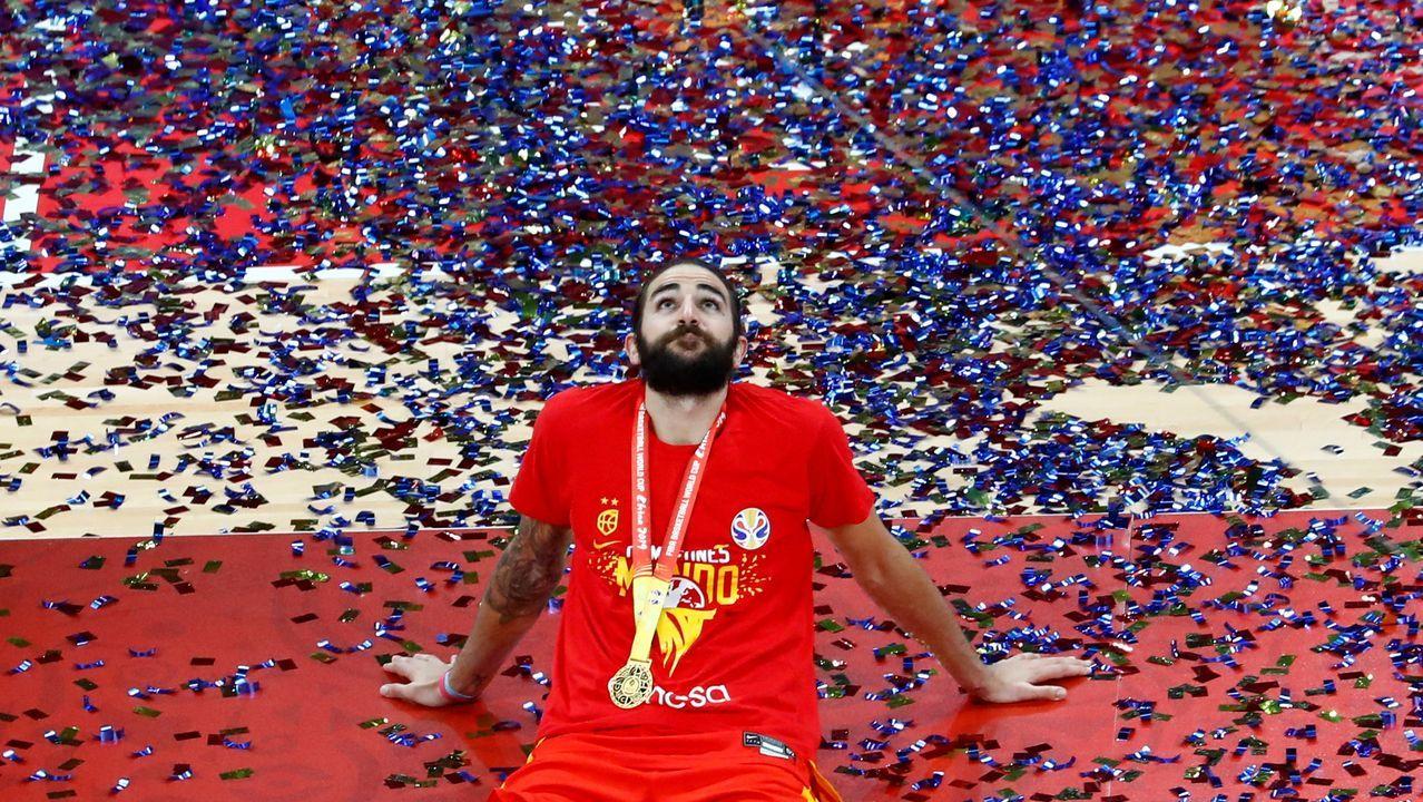 La selección española de baloncesto ya está en España.El jugador de baloncesto Ricky Rubio será la primera estrella del deporte que revele sus rutinas en Clan.