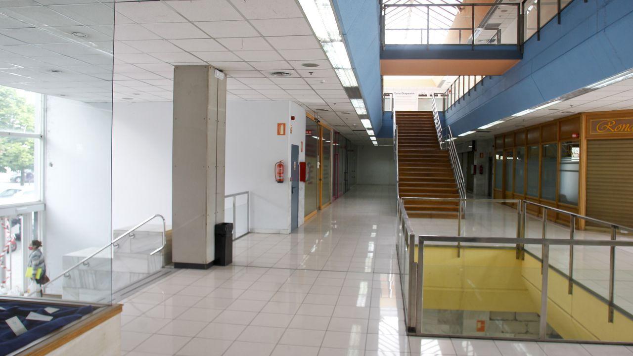El centro comercial de Porta Nova cuenta con más de una veintena de locales vacíos