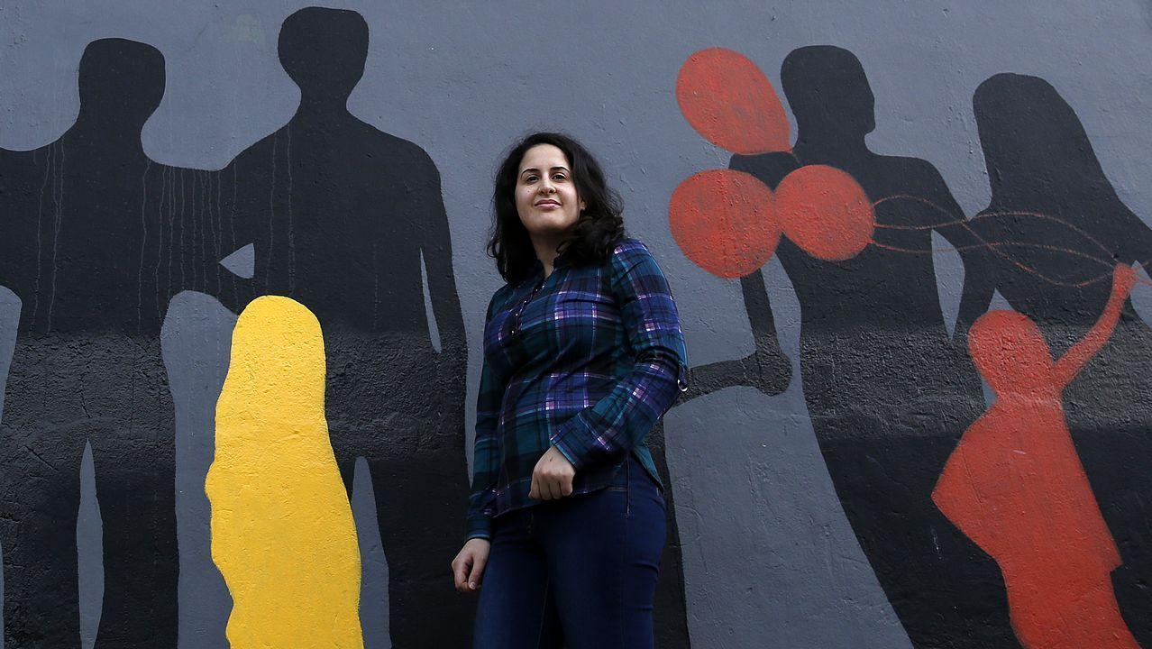 Decenas de«grafitis» decoran las tiendas de Urzaiz.Lavanderías de autoservicio en Siero