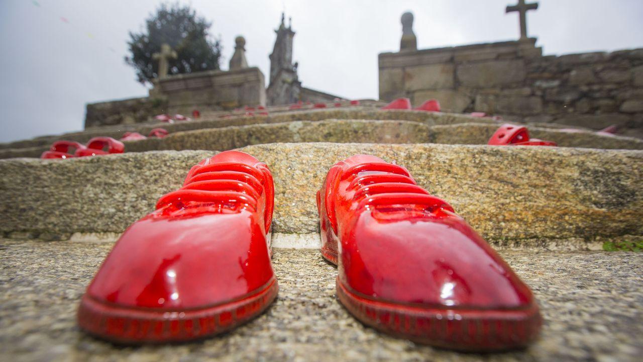 Exposición Zoquiñas Vermellas en Buño
