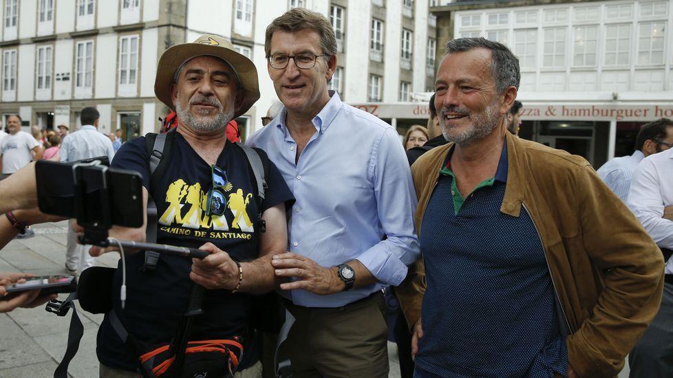 Entrevista a Agustín Hernández.Alberto Núñez Feijoo y Agustín Hernández, durante las fiestas de la Ascensión en Santiago