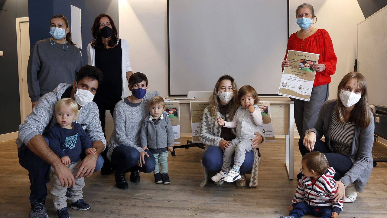 El niño de dos años que sufrió una úlcera y un edema en un ojo, en una imagen cedida por la familia