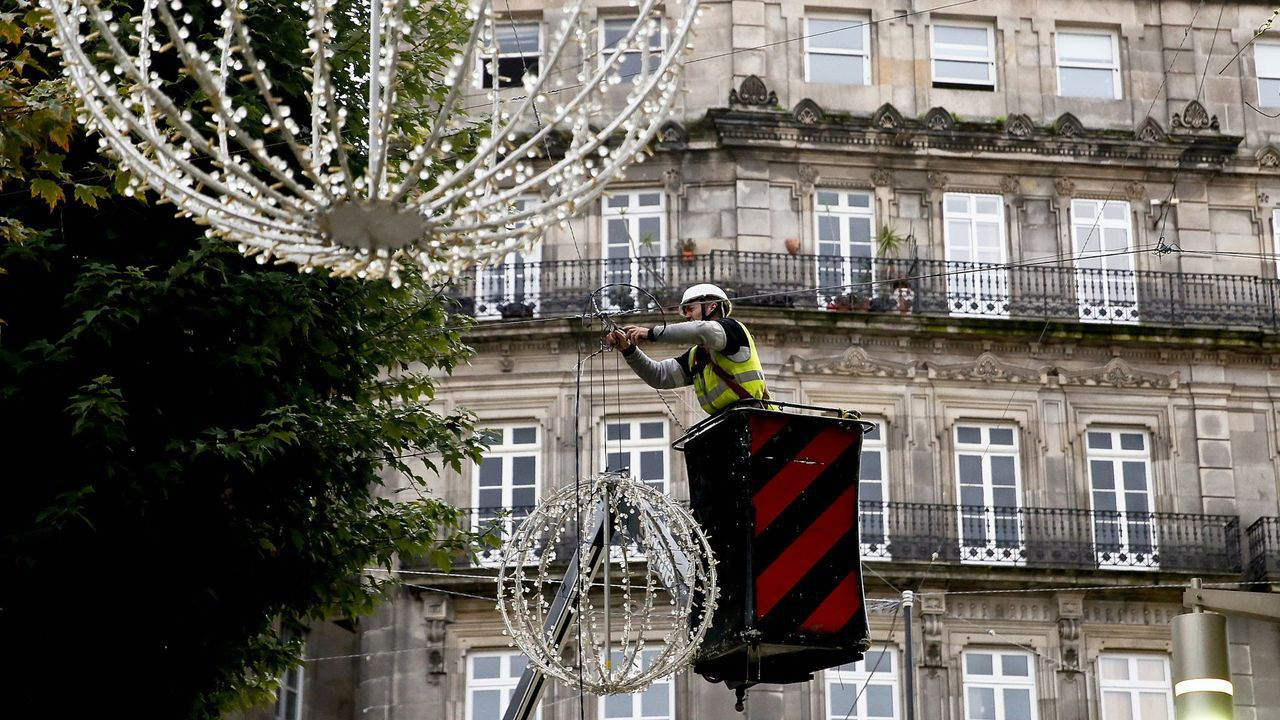 El alcalde de Vigo presenta el montaje de las luces de Navidad.Abel Caballero, antes de la videoconferencia con Pedro Sánchez y la FEMP.