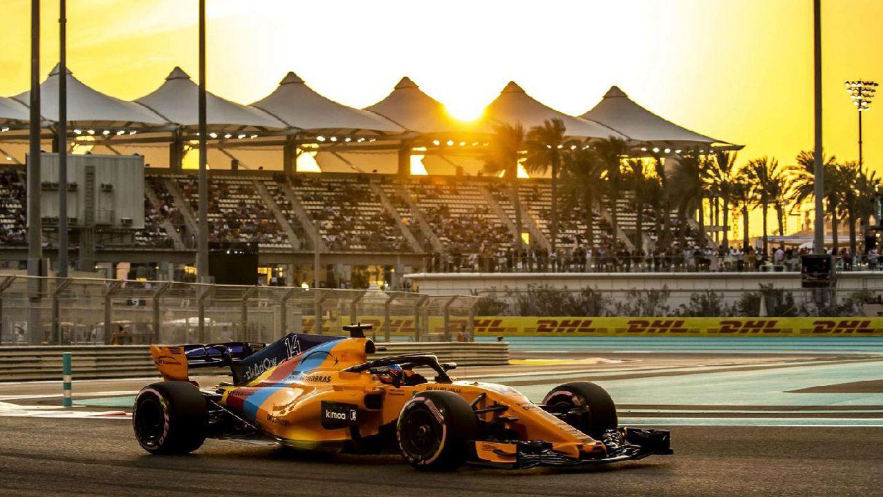 El McLaren de Fernando Alonso durante la sesión de clasificación de la última carrera del asturiano en la Fórmula Uno