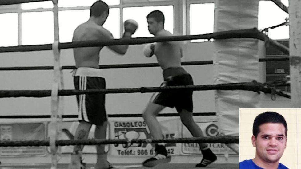 Agustín Álvarez Martínez, a la derecha, golpeando en un combate en el 2010
