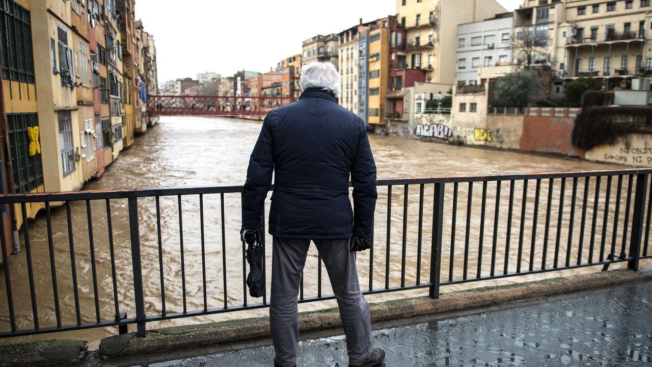 Los efectos de Gloria: ríos desbordados y pueblos aislados por la nieve.Christian Fernández en El Requexón