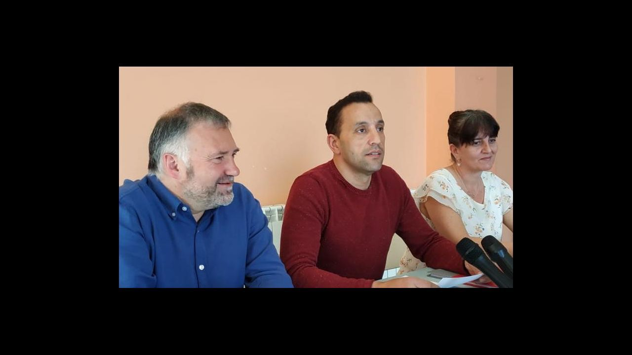 Carlos Bascoy con otros miembros del sector crítico del PSdeG de Narón