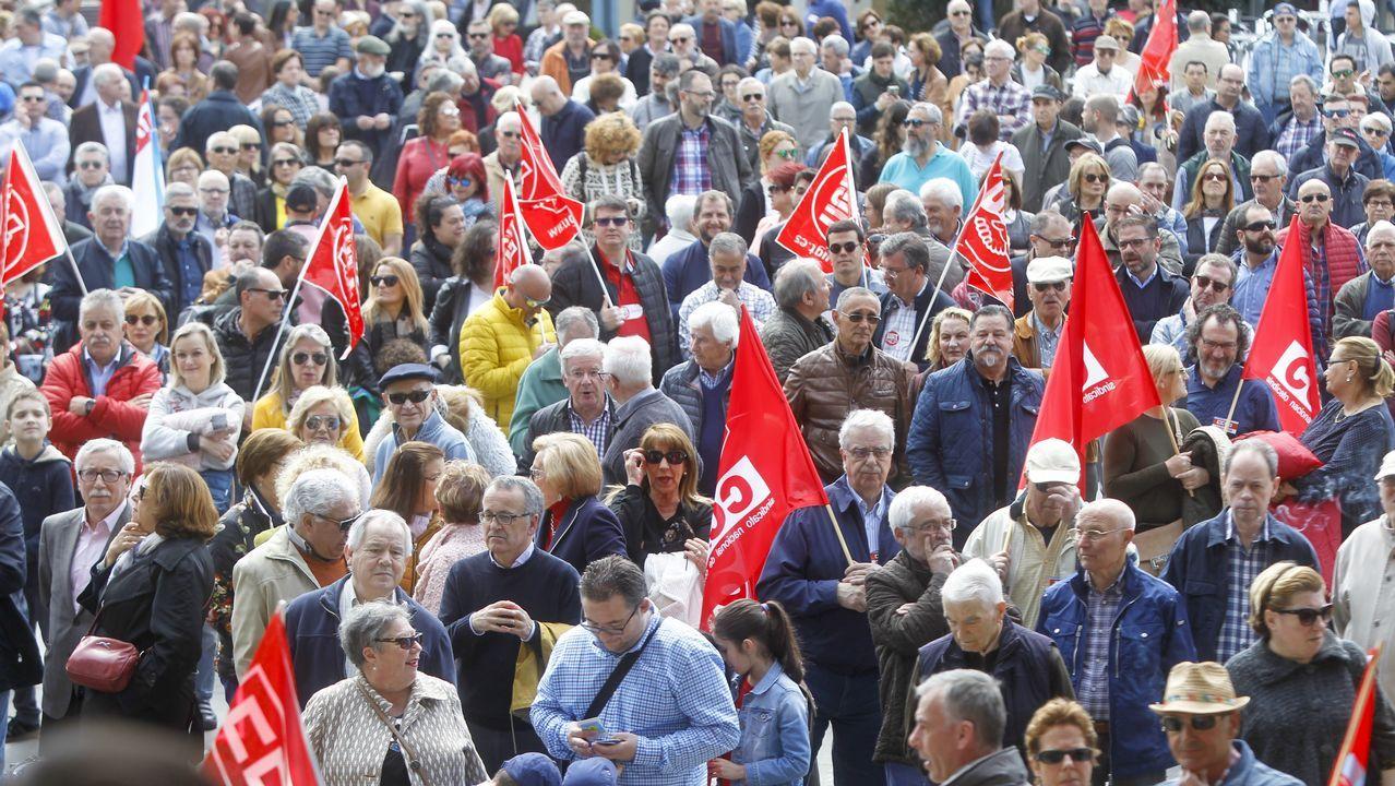 Manifestación del 1 de Mayo en Vilagarcía.Cohn-Bendit, en el centro, con camisa de cuadros, durante la protesta inicial en la Sorbona